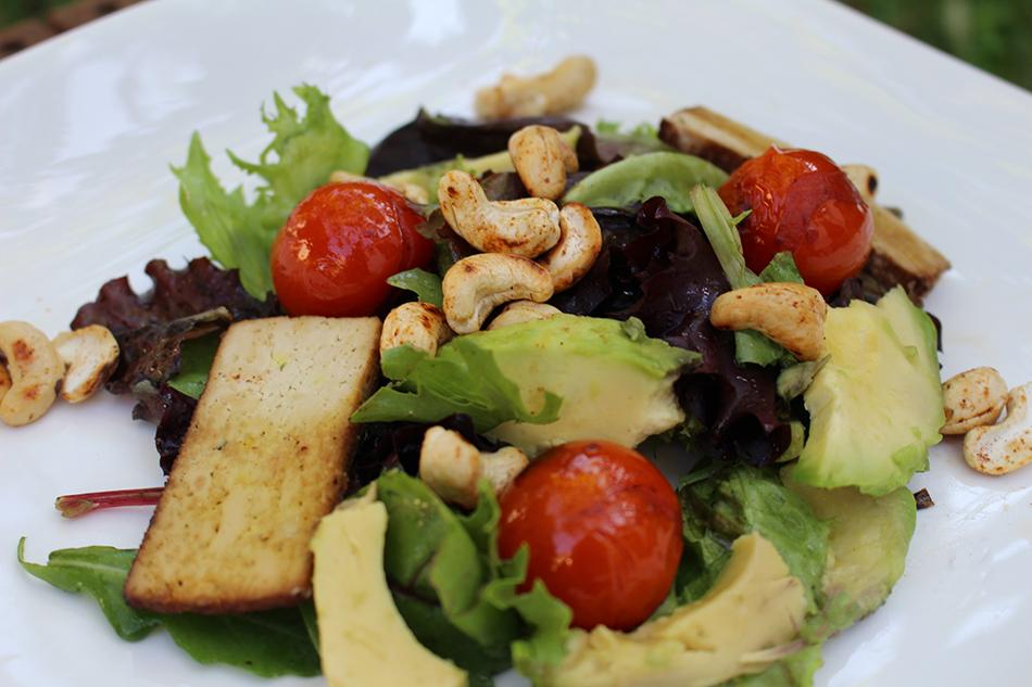 Avocado-Salat mit Räuchertofu