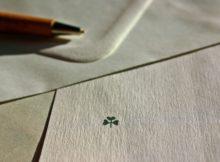 Kuvert mit Kleeblatt